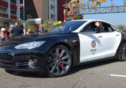 Tesla Police Car Runs Out Of Power During A High-Speed Chase in California